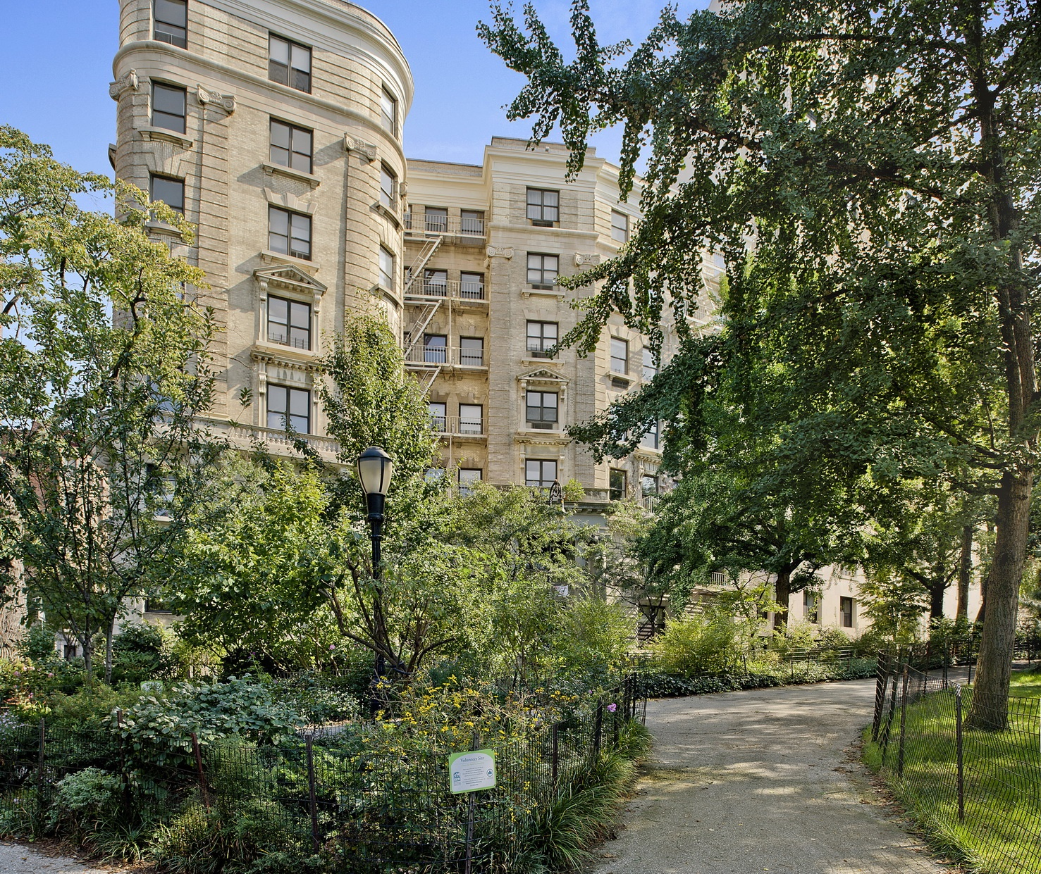 The Chatillion,214 Riverside Drive, # 408 1 BR For Sale